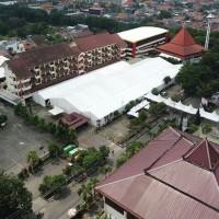 Pemasangan Tenda Roder Acara Wisuda Universitas 17 Agustsus 45 Surabaya